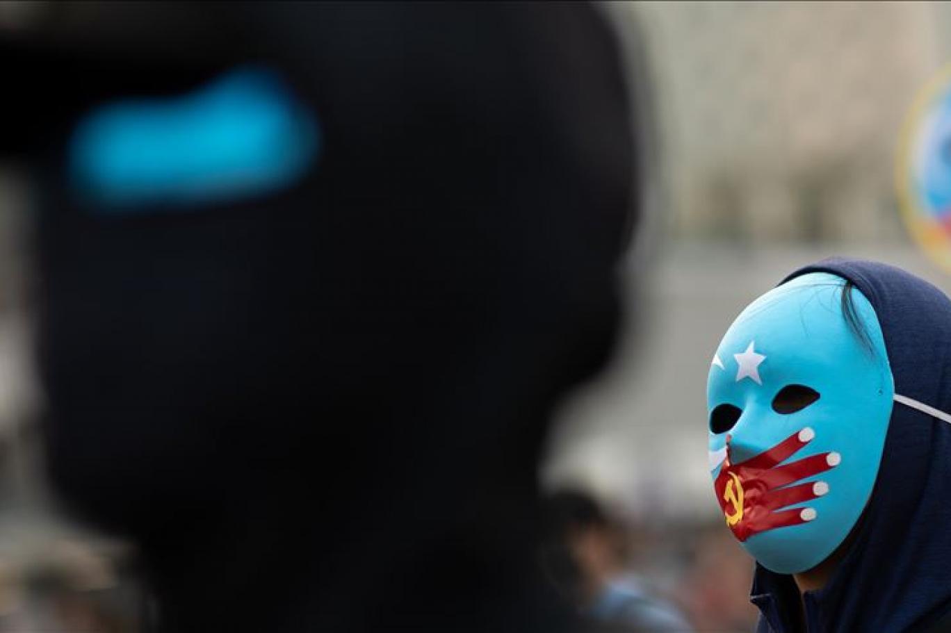 Çin, Uygur Türklerini böyle fişliyor