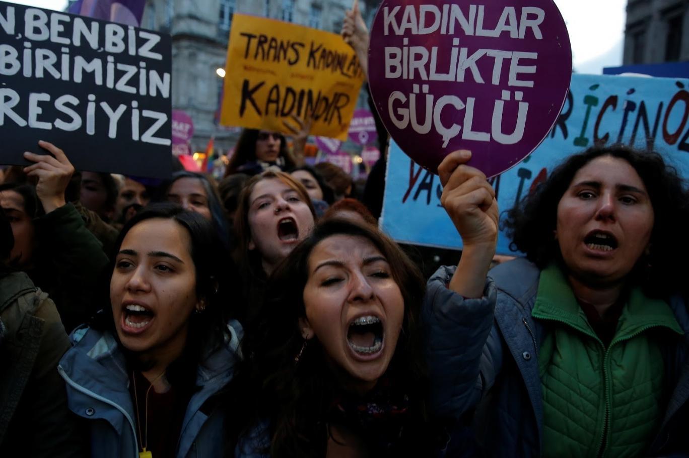 12 soruda İstanbul Sözleşmesi: Sözleşme 'cinsiyetsizleştirilmiş bir toplum' mu istiyor? | Independent Türkçe