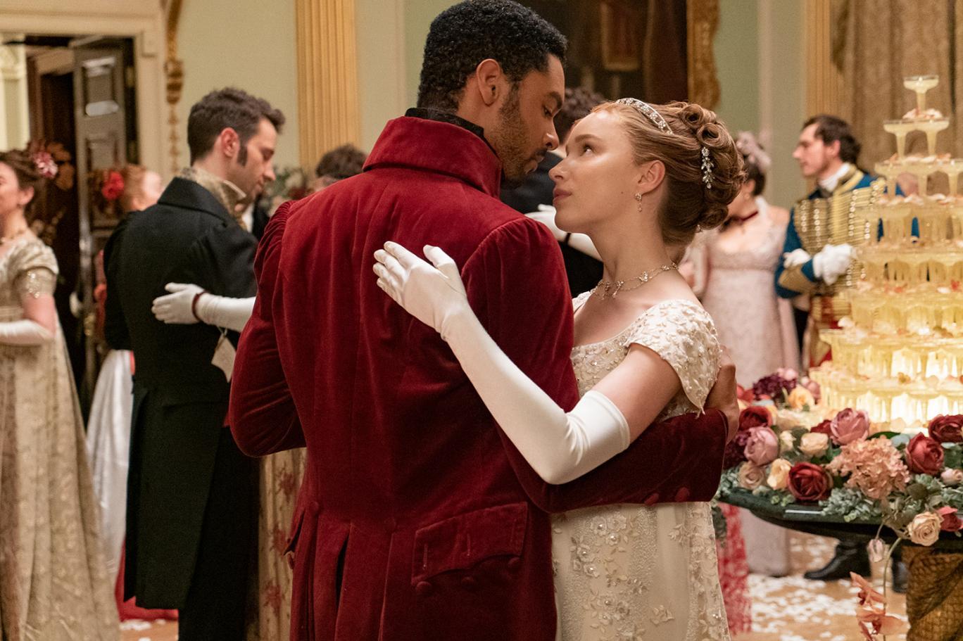 Bridgerton'ın yazarı, dizinin nasıl ortaya çıktığını anlattı | Independent Türkçe