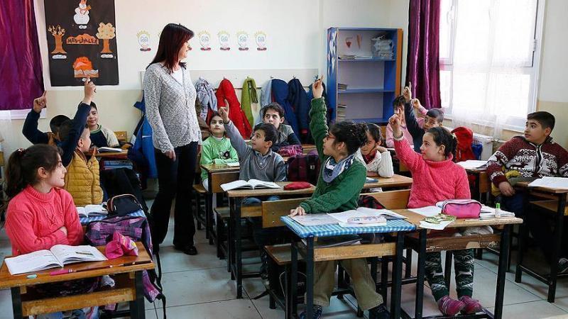 öğretmen öğrenci sınıf aa.jpg
