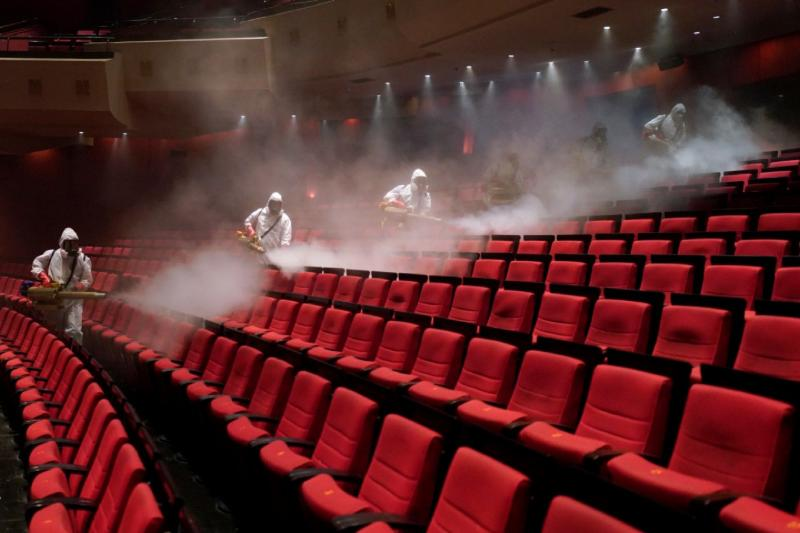 sinema dezenfekte - reuters.jpg