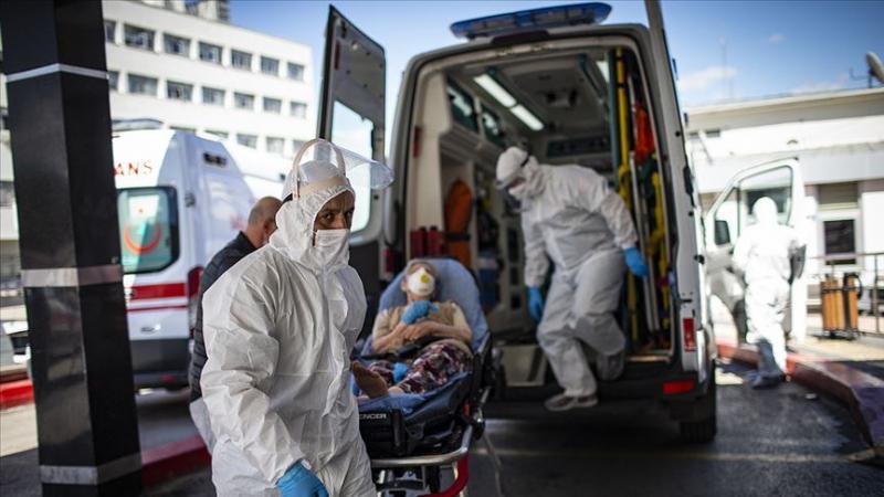 Koronavirüs hastane ambulans Acil AA.jpg