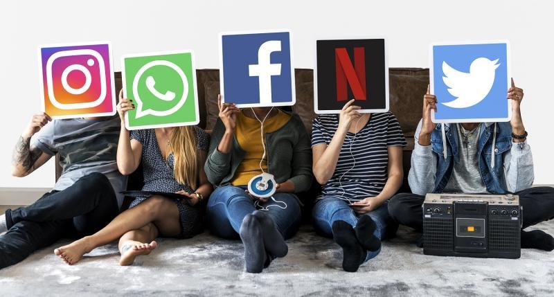 Sosyal medya dijital pazarlama gençler internet Freepik.jpg