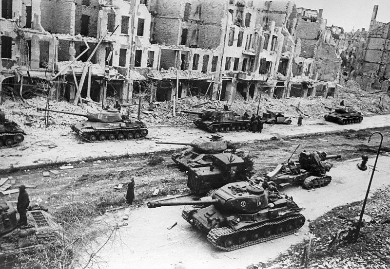 sovyet tankları.jpg