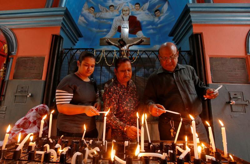 Hindistan Kutsal Cuma - Reuters.JPG