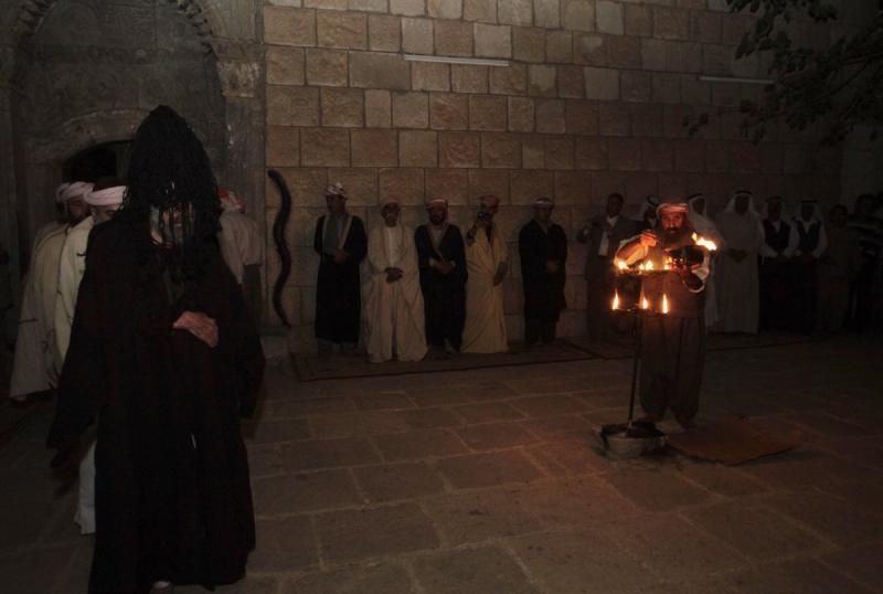Ezidiliğin ana figürü olan Şeyh Adi'nin mezarının bulunduğu yer olan Laleş  Fotoğraf Reuters.jpg