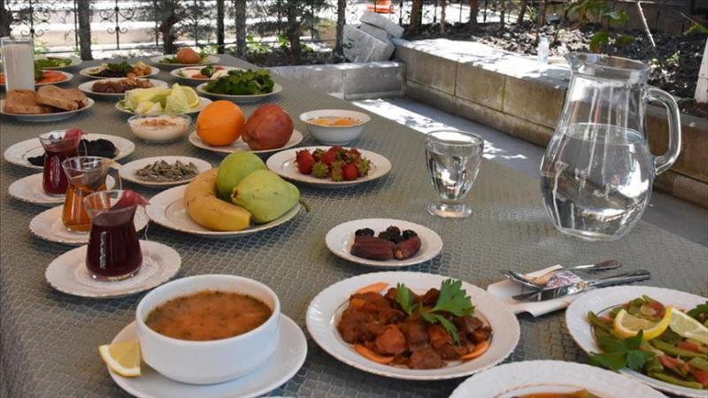 sağlıklı iftar sofrası AA.jpg