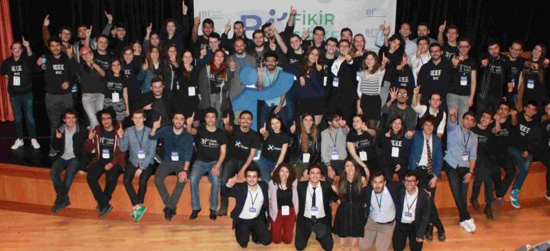 Koç Üniversitesi öğrencileri. ku.edu.tr. jpg