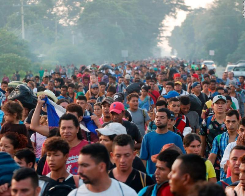Orta Amerika Göçmen Kafilesi yürüyüşünden bir kare Fotoğraf AP.jpg