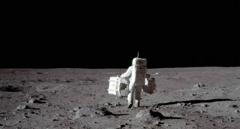 moon - landing 2 - NASA.jpg