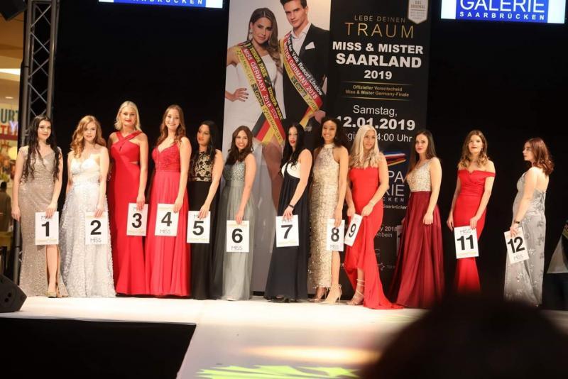Güzellik yarışmasına katılan adaylar İsso'nun elbiselerini tercih etti.jpg