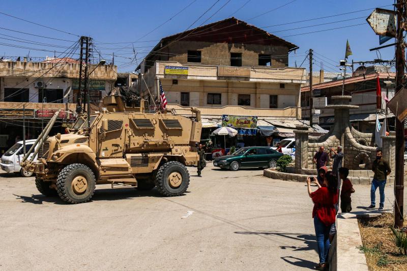 Rojava bölgesinde devriye gezen Amerikan askerleri