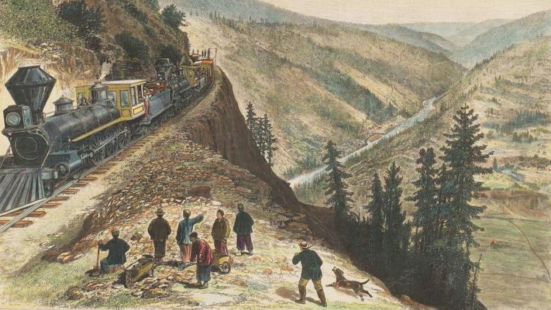 1- Pasifik Demiryolu trenini izleyen Çinli işçiler.jpg