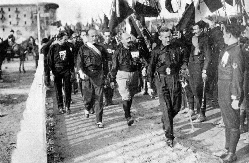 Mussolini ve İtalyan faşistler Fotoğraf Wikiwand.jpg