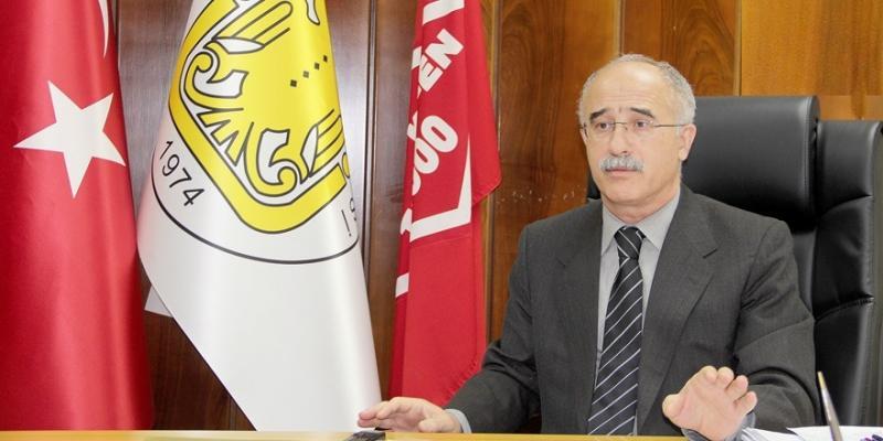 Dicle ÜniversitesiBaşhekimi Prof. Dr. Ali Kemal Kadiroğlu.jpeg