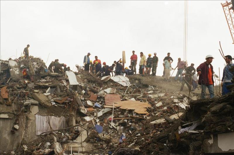 17 Ağustos Depremi 7.jpg