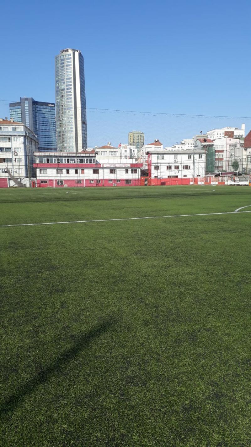 Feriköy Stadı gökdelenlerin arasında.jpg
