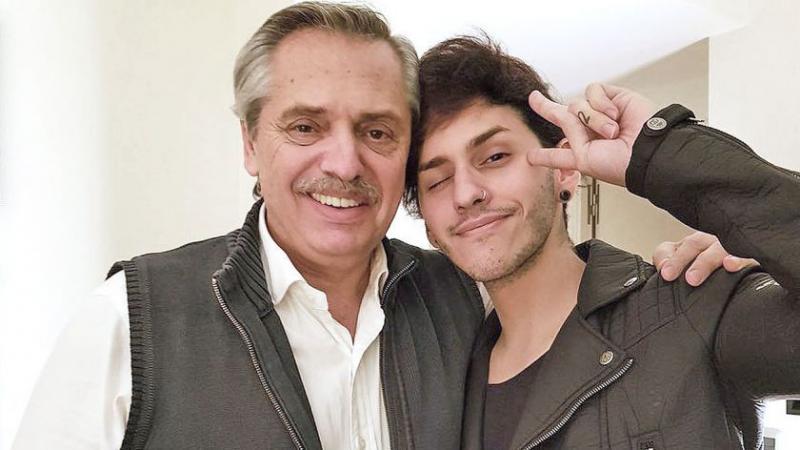 Alberto Fernández ile oğlu Estanislao Fernández.jpg