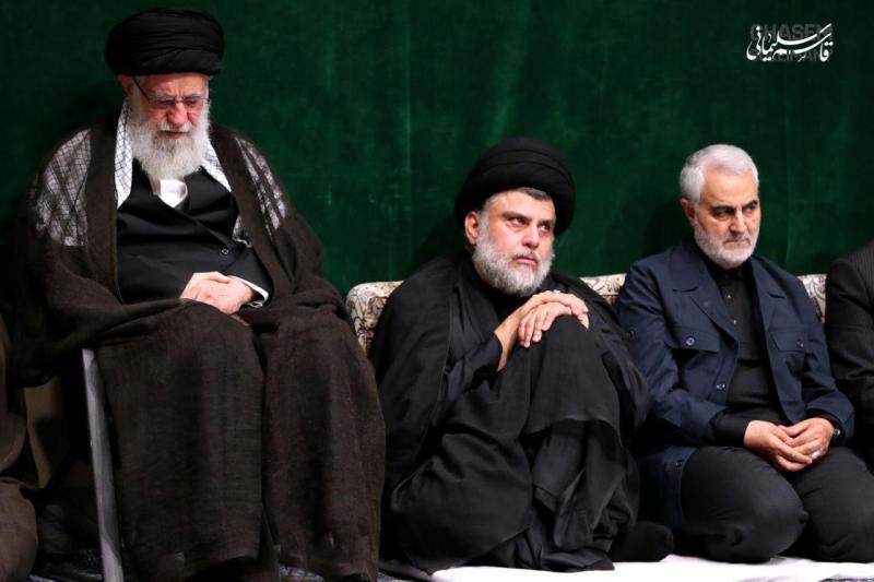 Sadr, Süleymani ve Hamaney arasında oturuyor.jpeg