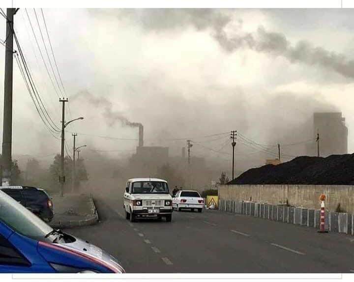Resim 1. Bir Termik Santral ve Hava Kirliliği.jpg