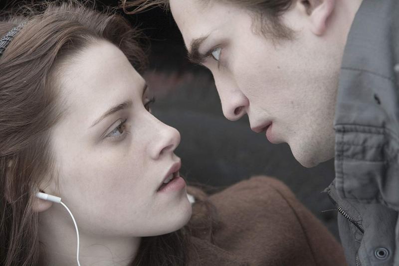 Kristen Stewart - Robert Pattinson - IMDb.jpg