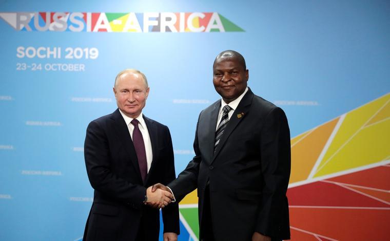 rusya-afrika Orta Afrika Cumhuriyeti Cumhurbaşkanı - kremlin-ru.jpg