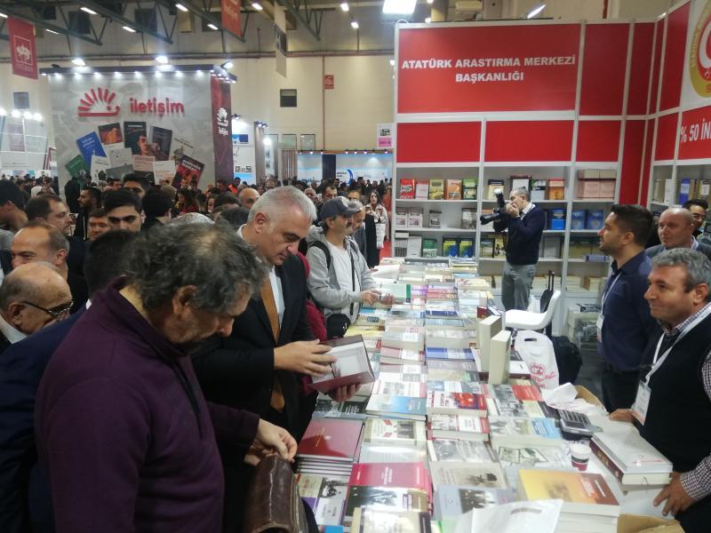 38'inci İstanbul Kitap Fuarı kitapseverlere kapılarını açtı