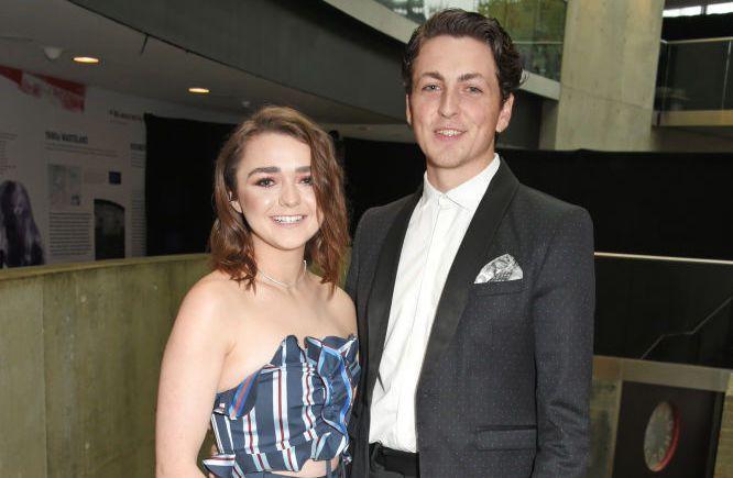 Maisie Williams ve Oliver (Yahoonews).jpg