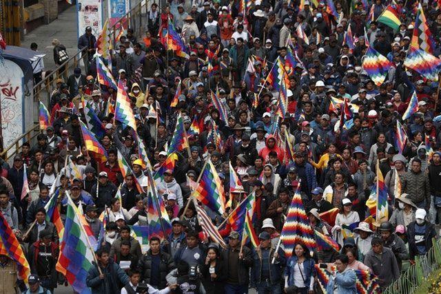 Evo Morales destekçileri Bolivya'nın La Paz kentinde yürüyüş yaptılar (AP).jpg