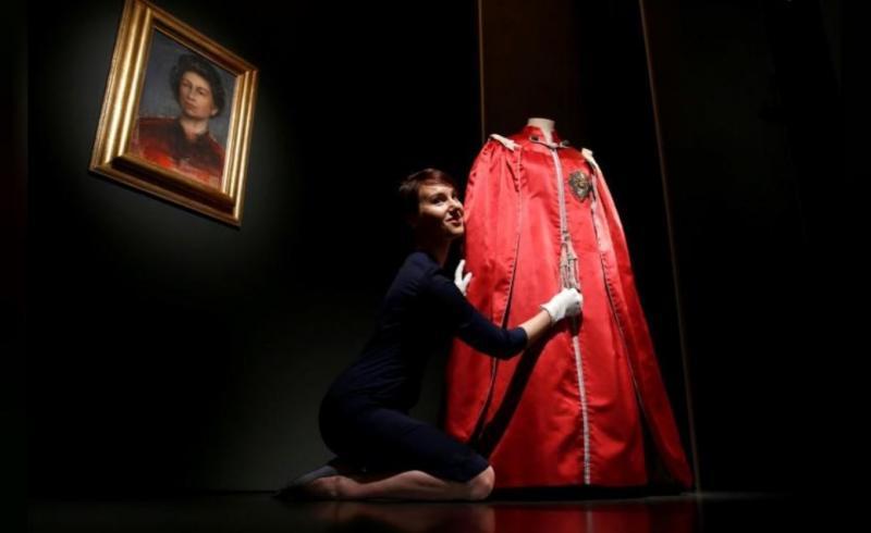 elizabeth elbiseleri Reuters (1).JPG