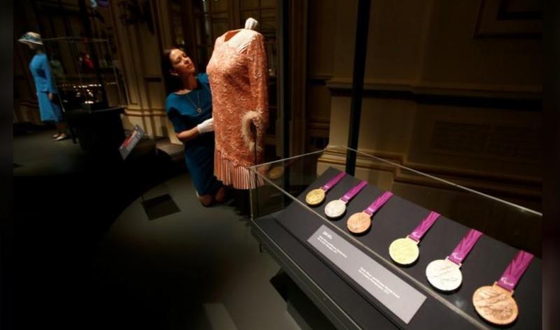 elizabeth elbiseleri Reuters (4).JPG