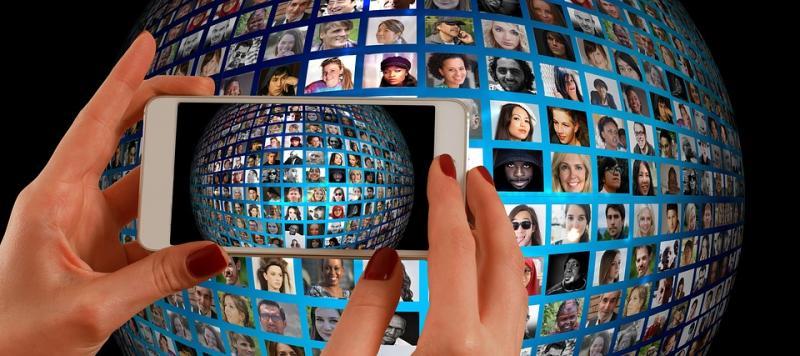 Dünya, yüzler, telefon, teknoloji, sosyal medya. Pixabay.jpg