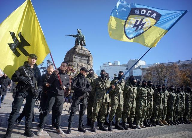 Medium, Ukrayna'da silahlı milliyetçi militanlar.jpeg