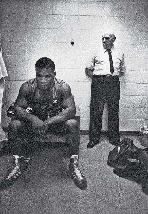 Boksör Mike Tyson ve antrenörü Cus D'Amato. Twitter. historylvrsclub.jpg