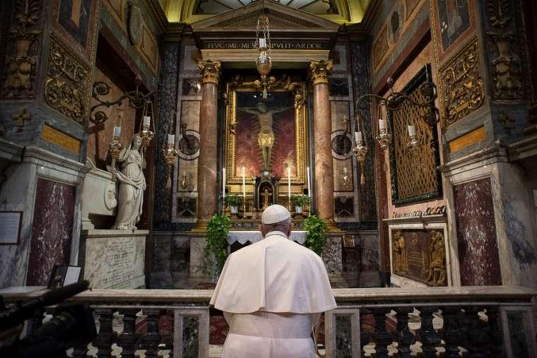 Pope_Francis_prays_before_the_crucifix_of_the_Church_of_San_Marcello_al_Corso_March_15_2020_Credit_Vatican_Media.jpg