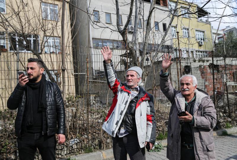 İstanbul yurt önünde bekleyiş AA (3).jpg