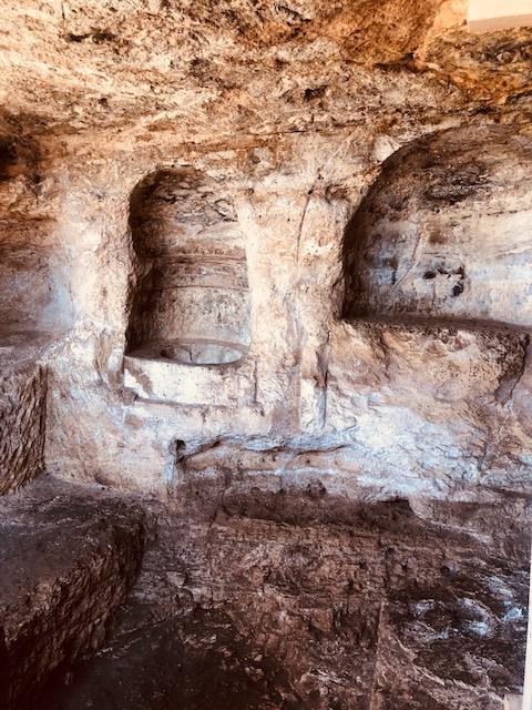 Mithras Tapınağı iç bölüm.jpg