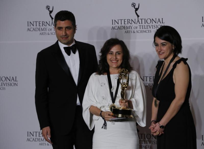 Hilal Saral Emmy Ödülü Ay Yapım.jpg