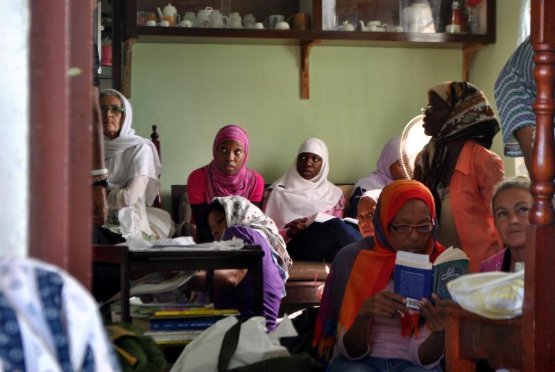Kübalı Müslüman kadınlar.JPG