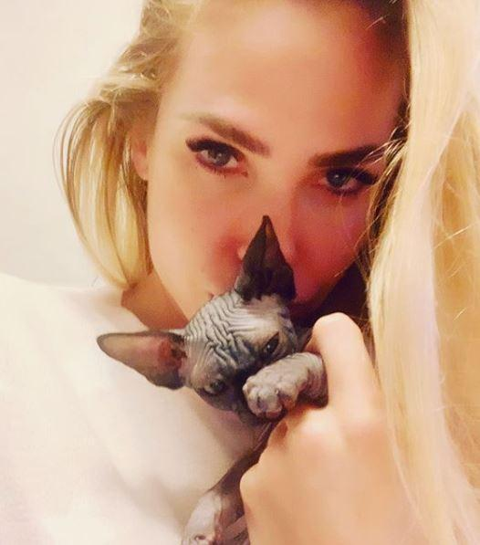 Ilary Blasi ve kedisi - Instagram.JPG