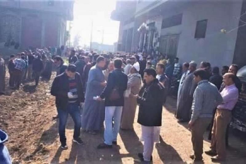 Mısır'da virüsten ölen kadın doktorun cesedi, polis zoruyla defnedildi.jpg