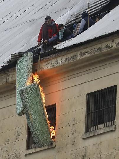 Arjantin'de ev hapsi isteyen mahkumlar ayaklandı: Cezaevinde ölmek istemiyoruz