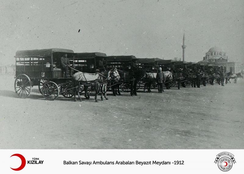 Balkan Savaşında Beyazıt Meydanı-1912-foto-Türk Kızılayı.jpg