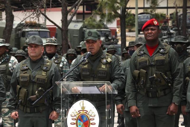 Venezuela ordusu Maduro yu desteklemeye devam ediyor - EFE.jpg