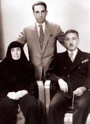 M. Ali Avni-Babası ve annesiyle.jpg