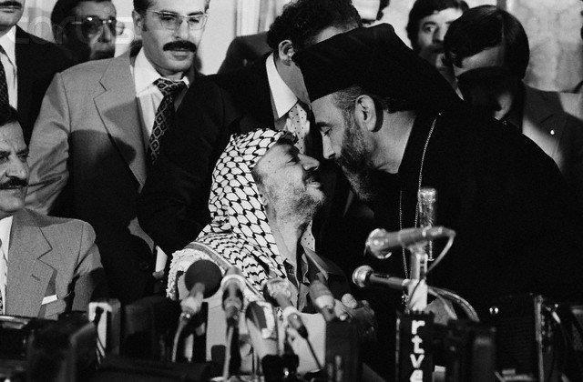 H. Cappuci Yaser Arafat'la buluşurken-.jpg
