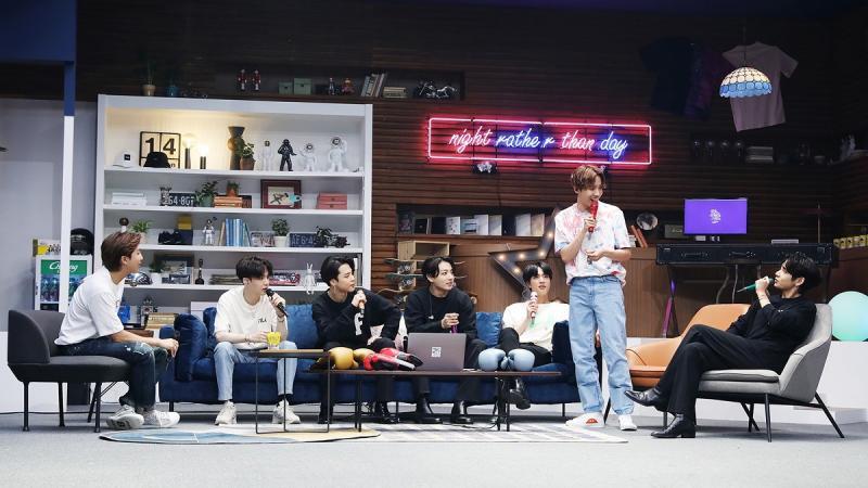 BTS'in Bang Bang Con The Live isimli sanal konserinden kare (Big Hit Entertainment).jpg
