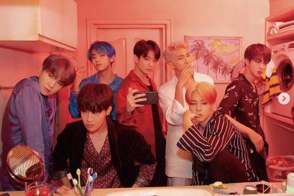 BTS üyeleri sahneye hazırlanıyor (Big Hit Entertainment Instagram).png