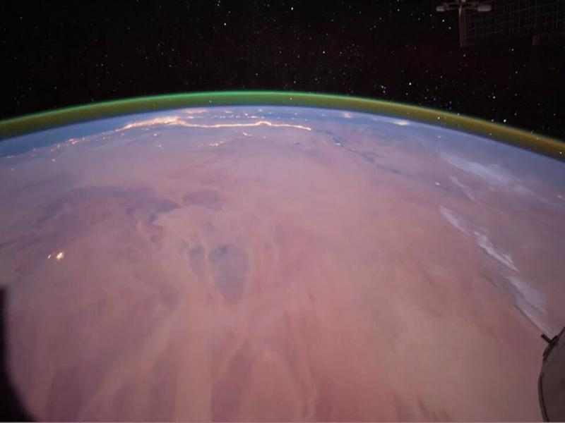 Airglow_observed_from_the_International_Space_Station_article.jpg