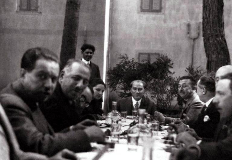 Atatürk, Şükrü Kaya, Bekir Çavuş, Salih Bozok, Recep Zühtü  Soyak, Nuri Conker.jpg